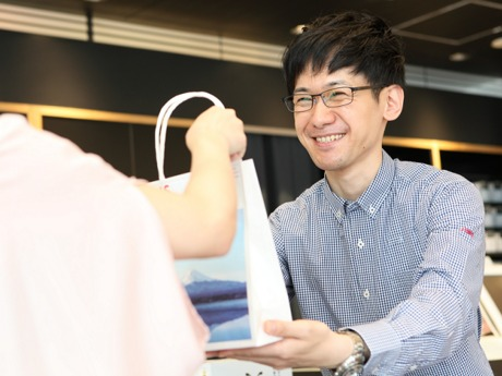 人気のアイウエアブランド【JINS(ジンズ)】メガネの販売スタッフ大募集!